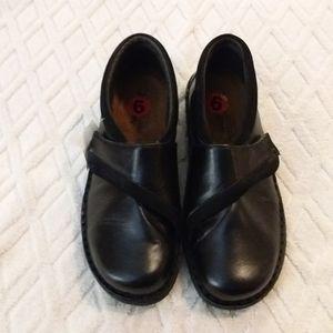 🎁Naot Velcro closure shoes-NWT